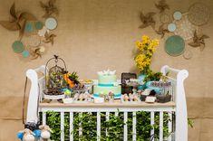 Ideia simplesmente genial! Um berço servindo de mesa para o chá de bebê!