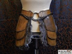 quality leather tasset with massive 3 ring and optional fur upper leg armor medieval larp Viking Armor, Larp Armor, Armadura Medieval, Armor Clothing, Medieval Clothing, Costume Armour, Leather Leaf, Diy Leather Armor, Shoulder Armor