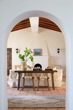 Spanish Bungalow, Spanish Style Homes, Spanish House, Spanish Style Interiors, Spanish Revival, Spanish Colonial, Spanish Living Rooms, Colonial Art, Spanish Home Decor