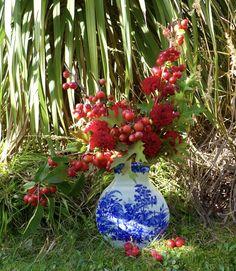 Bouquet d'automne : malus, dahlia, chêne (quercus)