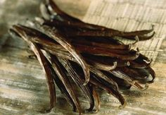 How to Make Vanilla Extract (With and Without Alcohol) | Small Footprint Family
