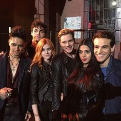 Magnus Alec Clary Jace Isabelle and Simon // The Mortal Instruments // Shadowhunters // ABC Family // Shadowhunters TV Series Clary Fray, Shadowhunters Clary And Jace, Alec And Jace, Clary Y Jace, Shadowhunters Tv Series, Jace Lightwood, Shadowhunters The Mortal Instruments, Isabelle Lightwood, Shadow Hunters Tv Show