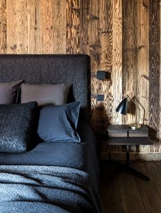 Beautiful Chalet in Mégève France - Home Decorations Wooden Cottage, Gravity Home, Black Floor Lamp, Modern Room, Rustic Interiors, Interior Design Inspiration, Design Ideas, Bedroom Decor, Container Cabin