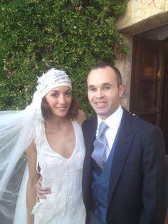 Soccer specialist;Iniesta(spain)    Un dia increible! Recién casados.  Amazing day! Just married.(09/07/2012)