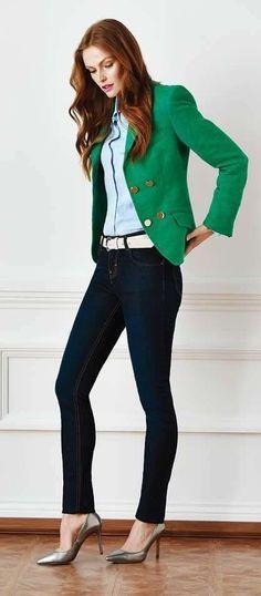 look con chaqueta verde - Las chaquetas verdes quedan ideales con pantalones negros o azul marino, lo puedes llevar para ir a la oficina.