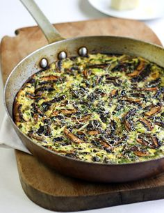 Mushroom, zucchini & basil frittata (whole recipe is 15 pointsPlus if you use olive oil spray for pan instead and replace 4 of the eggs with egg beaters) Easy Frittata Recipe, Frittata Recipes, Baked Mushrooms, Stuffed Mushrooms, Vegetarian Recipes, Healthy Recipes, Healthy Food, Frugal Recipes, Healthy Breakfasts