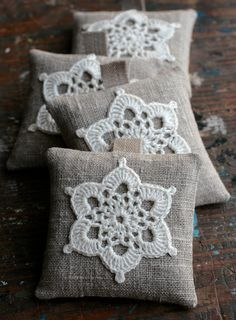 Crochet Motif These unique lavender sachets are sewn from linen with a crocheted motif. Sachets contain high quality lavender imported from France (approx. Crochet Motifs, Crochet Granny, Crochet Doilies, Crochet Flowers, Crochet Stitches, Crochet Patterns, Crochet Cushions, Crochet Pillow, Pin Cushions