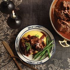 Try Mole-braised beef short ribs! You'll just need 3 tbsp all-purpose flour, 2 tbsp unsweetened cocoa powder, 1 tsp salt, divided, 2 kg beef short ribs. Wine Recipes, Mexican Food Recipes, Crockpot Recipes, Cooking Recipes, Ethnic Recipes, Braised Beef Short Ribs Recipe, Stuffed Peppers, Dinner, Amarone Wine