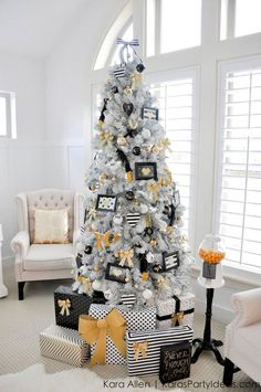 White, black and gold Christmas tree. See 15 amazing Christmas trees on www.prettymyparty.com.