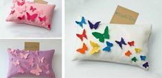 idées déco salon - décoration d'housses de coussins avec des papillons en feutre multicolores