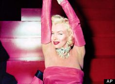 """In this 1953 publicity photo provided by Running Press, Marilyn Monroe is shown on set in the film, """"Gentlemen Prefer Blondes."""" Monroe is probably best remembered for her comic turns in this film. Glamour Hollywoodien, Hollywood Glamour, Classic Hollywood, Hollywood Star, Hollywood Dress, Gentlemen Prefer Blondes, Divas, Sophia Loren, Pin Up"""