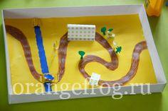Коробка от конфет, машинка из картона  и магнит. Задача - провезти машинку по дорожке. Можно сделать кораблик на море и кучу всего остального