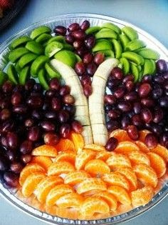 A lovely fruit presentation you can adapt to suit. Fruit Buffet, Fruit Dishes, Fruit Recipes, Appetizer Recipes, Cooking Recipes, Appetizers, Kitchen Recipes, Fruit Platter Designs, Fruit Creations