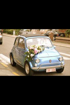 asymmetrical design on the wedding car - fiat 500