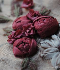 I ❤ ribbonwork . . .   www.labastidane.fr/journal beautiful cabochon ribbon roses