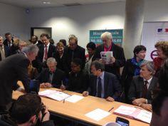 M. Lamy visite la MDE, Mission locale et club FACE au Mans. Séance de signature d'emploi d'avenir