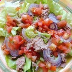 Pikáns tonhalsaláta Cobb Salad, Cabbage, Bacon, Clean Eating, Vegetables, Ethnic Recipes, Food, Fitness, Diet