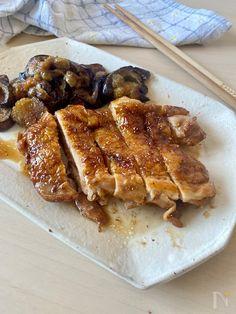 油を使わず、鶏肉の油脂で焼くので  脂質オフ!!ヘルシーレシピ(o^^o)    黒酢のコクと酸味が効いた  ガッツリスタミナ系チキンです。    暑い日の晩ごはんおかずにも  お弁当おかずにもおすすめです!! French Toast, Bacon, Cooking, Breakfast, Recipes, Food, Kitchen, Morning Coffee, Essen