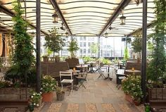 Gallow Green, the rooftop bar atop Chelsea's McKittrick Hotel, is a perpetual garden party, at least during the warmer months when its plush flora is in full bloom. During the winter, the campy...