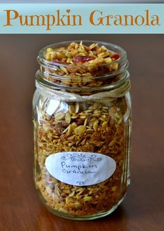 Pumpkin granola is a healthy breakfast or snack that highlights the flavors of fall. It's easy to make and it fills the house with a delicious aroma. Pumpkin Recipes, Fall Recipes, Whole Food Recipes, Snack Recipes, Cooking Recipes, Recipes Dinner, Dinner Ideas, Mason Jar Meals, Meals In A Jar