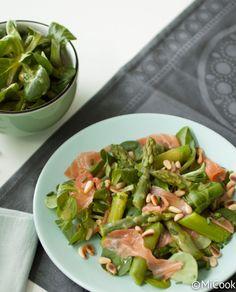 Salade met groene asperges & zalm