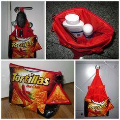 Kosmetiktasche aus Chipsverpackung und Regenschirm / Toilet bag made from bag of crisps and old umbrella