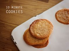 10 minute cookies: honey snaps // Just 4 ingredients and are ready in 10 minutes from bowl to mouth Honey Recipes, Sweet Recipes, Baking Recipes, Cake Recipes, Dessert Recipes, Biscuit Cookies, Biscuit Recipe, No Bake Cookies, Walnut Cookie Recipes