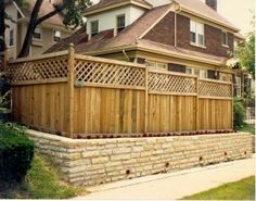 Pallet fence with latisse fence panels