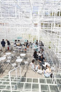 2013 Serpentine Gallery Pavilion / Sou Fujimoto, Photos by Danica Kus. So much of this design is base on that grid that it starts to feel unnatural and almost seems like it would be a pixelated, virtual environment.