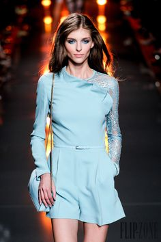 Elie Saab Spring-summer 2015 - Ready-to-Wear - http://www.flip-zone.net/fashion/ready-to-wear/fashion-houses-42/elie-saab-5054 - ©PixelFormula