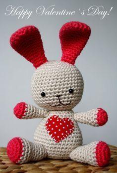 A little heart bunny, free pattern by lilleliis ❥Teresa Restegui http://www.pinterest.com/teretegui/❥