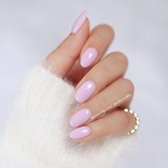 Dziś na pazurkach hybryda Pierre Rene w odcieniu 24 Light Orchid To taki kolor jogurtu z owocami leśnymi Fajnyyy ---- Wrzucajcie zdjęcia swoich mani z hashtagiem #hedonistkanails i @kosmetycznahedonistka Chętnie wpadnę do Was i zostawię serduszko Miłego dnia! #pastels #nails #nail #nailart #nailswag #nailpolish #almondnails #inspo #naildesign #nailporn #hybrid #hybrydy #paznokcie #blogger #beauty #nailstagram #nails2inspire #picoftheday #pierrerene