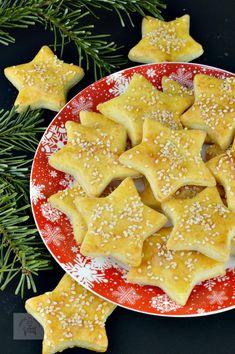Saratele fragede cu branza - CAIETUL CU RETETE Romanian Food, Pastry And Bakery, Pavlova, Dessert Recipes, Desserts, Donuts, Waffles, Food And Drink, Breakfast