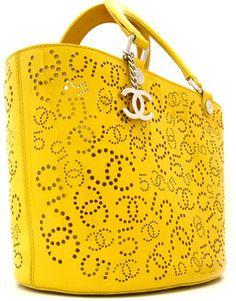 Chanel: charol amarillo asas perforadas