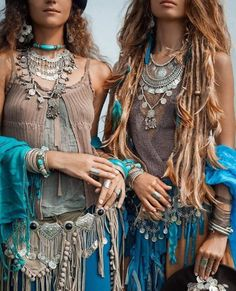Locs, dreadlocks moda gitana, moda bohemia и ropa boho. Hippie Style, Estilo Hippie Chic, Style Boho, Hippy Chic, Gypsy Style, Boho Gypsy, Hipster Indie, Trendy Fashion, Boho Fashion