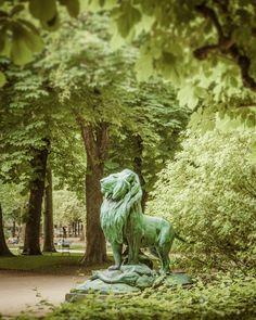 Paris Photography Luxembourg Garden Lion Photograph Statue Paris Park Photo Green Trees Spring France Print par68 on Etsy, $22.00