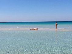 """LecceSette - La foto del giorno, Acqua cristallina, a Porto Cesareo si """"cammina"""" sul mare"""