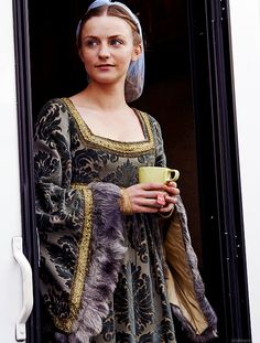 """"""" Faye Marsay, on the set of The White Queen """""""