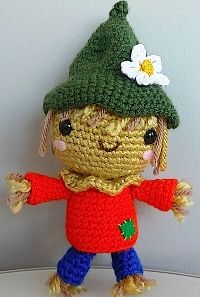 Crocket Scarecrow - FREE pattern. Plus, this blog is full of many different types of Amigurimi patterns.