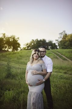 Maternity photoshoot with couple | San Antonio Newborn and Maternity Photographer Sunshine and Giggles Photography