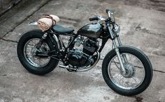 I love this Yamaha SR250 SE Brat Style by Hookie Co.Preciosa esta Yamaha con un aspecto despejado, minimalista y elegante. Muy bueno el depósito peanut | caferacerpasion.com