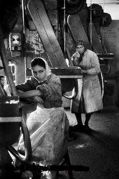 işçi kadınlar (Taşlıtarla, İstanbul, 1959) Ara Güler #istanbul #istanlook