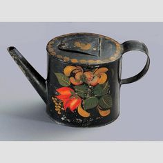TEAPOT/ Stevens Shop (act. 1798–1842), Stevens Plains (now Westbrook), Maine, c. 1815–1835, paint on tinplate, 5 1/8 × 8 3/4 × 3 1/2, collection American Folk Art Museum, gift of the Historical Society of Early American Decoration: 76.13.4.  Photo credit: John Parnell