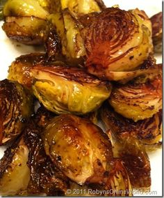 The BEST Roasted Brussels Sprouts Gimme Some Oven. Balsamic Roasted Brussels Sprouts Eat Yourself Skinny. Side Dish Recipes, Vegetable Recipes, Dinner Recipes, Salada Light, Cooking Recipes, Healthy Recipes, Cookbook Recipes, Fast Recipes, Delicious Recipes