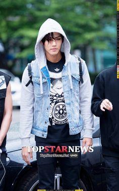 "150605 Outside Music Bank ""Src: Top Star News"""