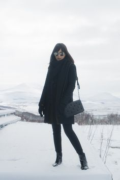 paisagens-deslumbrantes-e-look-black-na-islandia-danielle-noce-3 I Love Winter, Winter Is Coming, Winter Looks, Ootd Winter, Winter Outfits, Grunge, Indie, Snow Outfit, Nerd