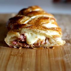 Braided Puff Pastry Braided Puff Pastry,Tastemade Recipes Braided Puff Pastry recipe appetizers and drink pastry recipes cabbage rolls recipes cabbage rolls polish Easy Dinner Recipes, Appetizer Recipes, Breakfast Recipes, Easy Meals, Snacks Recipes, Tastemade Recipes, Tasty, Yummy Food, Food Videos