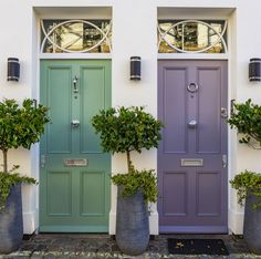 Painting your front door can add some curb appeal to your home and refresh things. We have a variety of options and colours for you. Purple Front Doors, Front Door Paint Colors, Painted Front Doors, Front Door Design, Front Door Lighting, Exterior Front Doors, Entrance Doors, Circle House, Porch Windows