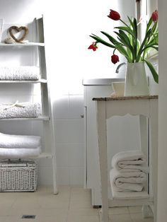 Beach Cottage Bathroom Trash to Treasure Makeover. LOVE the white ladder shelf with the towels! #DIY