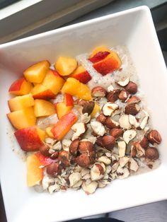 #vegan #breakfast #healthy Breakfast Healthy, Cinnamon, Cereal, Oatmeal, Peach, Food, Eat Clean Breakfast, Canela, The Oatmeal